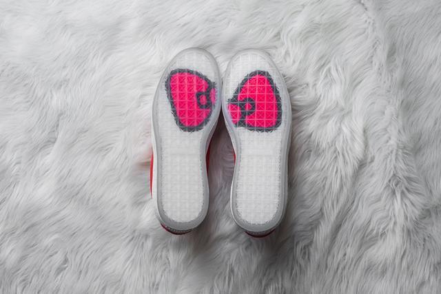 如果你的女朋友喜歡潮流,那麼送她什麼鞋比較好?-5.jpg