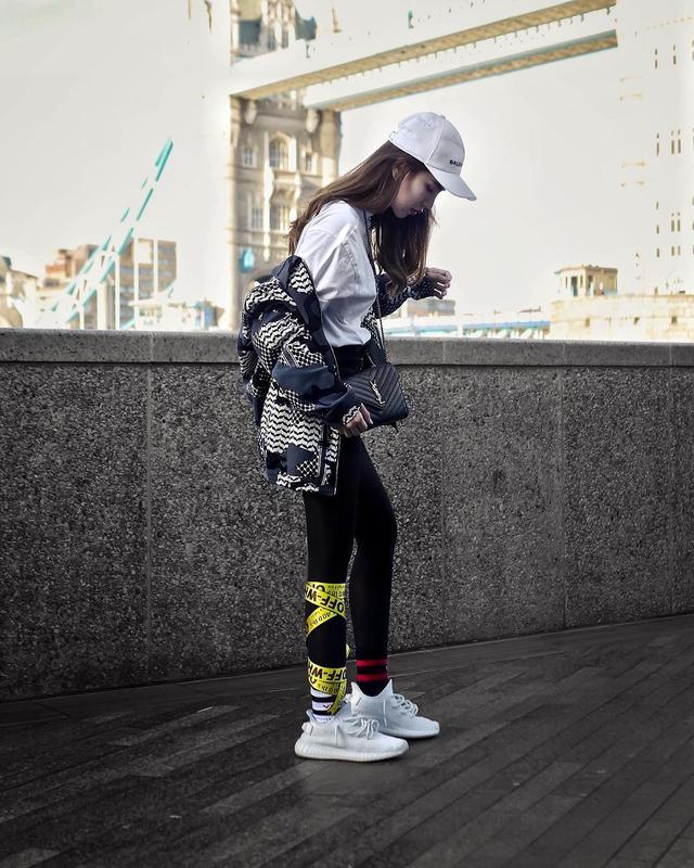 如果你的女朋友喜歡潮流,那麼送她什麼鞋比較好?-12.jpg