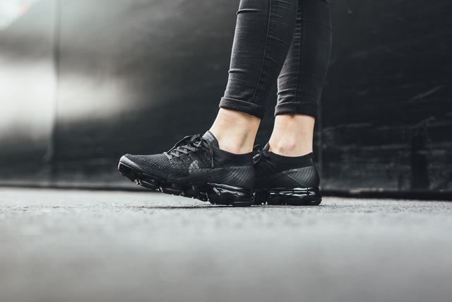 如果你的女朋友喜歡潮流,那麼送她什麼鞋比較好?-14.jpg