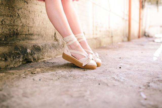 如果你的女朋友喜歡潮流,那麼送她什麼鞋比較好?-17.jpg