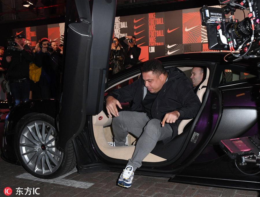 歲月無情催人胖 大羅現在參加活動下車都費勁了-1.jpg
