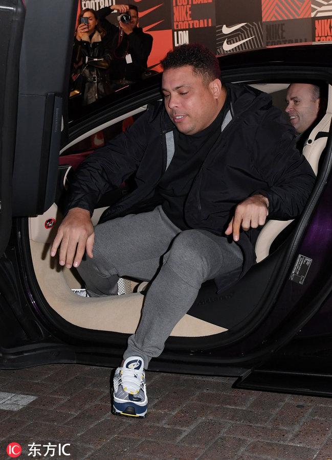 歲月無情催人胖 大羅現在參加活動下車都費勁了-3.jpg